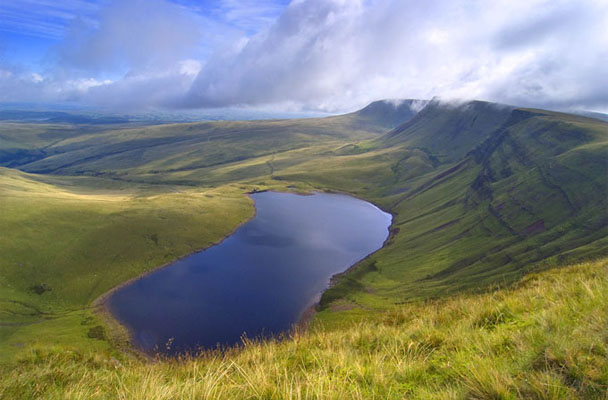 Llyn-y-fan_edited-1